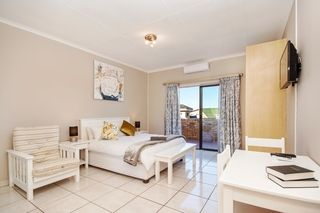 self catering accommodation bluewater bay king guest lodge room1 1