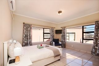 self catering accommodation bluewater bay king guest lodge room2 1