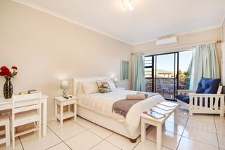 self catering accommodation bluewater bay king guest lodge room4 1
