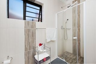 apartment styled accommodation self catering bluewater bay king guest lodge bathroom
