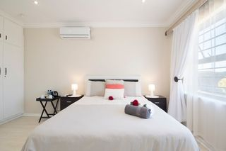 apartment styled accommodation self catering bluewater bay king guest lodge bedroom 1 2