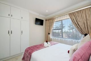 apartment styled accommodation self catering bluewater bay king guest lodge bedroom 2 2