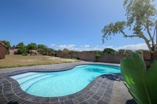apartment styled accommodation self catering bluewater bay king guest lodge pool