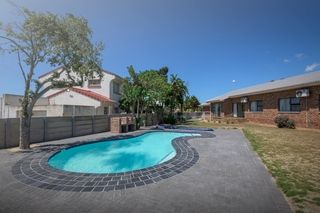 apartment styled accommodation self catering bluewater bay king guest lodge swim pool