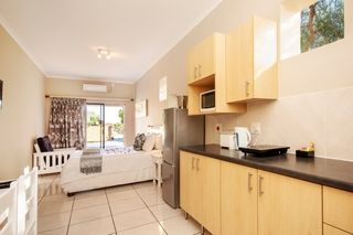 self catering accommodation bluewater bay king guest lodge room5 2