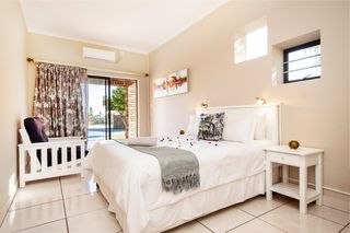 self catering accommodation bluewater bay king guest lodge room6 1