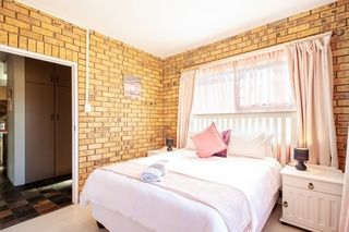 self catering accommodation bluewater bay king guest lodge room7 1